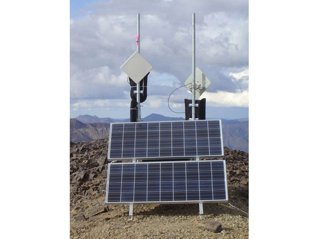 Solar-powered-wireless-repeater-mountaintop-r1